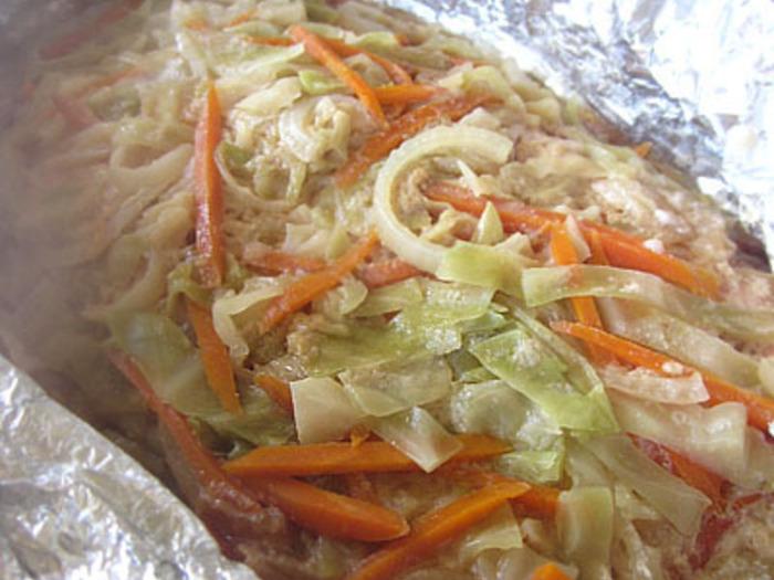 大人数でワイワイと箸をつつきたい、キングサーモンの絶品魚料理。味噌とバターがよく効いています。