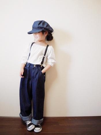 オフショルダーのブラウスにワイドなシルエットのジーンズ。そこにサスペンダーや、キャスケットを合わせれば、ジェーンバーキン風な小粋なスタイルが完成。この雰囲気、大人も憧れてしまいます。