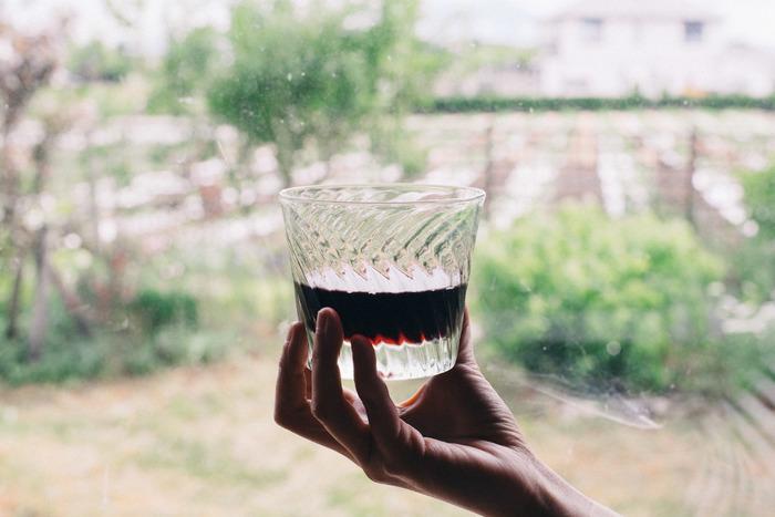 その存在感は、ウィスキーや焼酎など同じく重厚感のあるお酒とよく似合います。しっくりと手に馴染み、毎日愛でたくなる逸品です。
