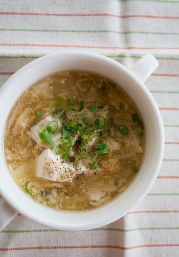 とろりとしたスープは冷めにくく、するりとのどを滑り落ちる感覚はクセになってしまいそう。お豆腐と卵という良質のたんぱく質をしっかり摂ることができるので、ダイエット中にもいいですね。