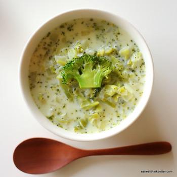 ブロッコリーの甘味を楽しむミルクスープです。ブロッコリーは茎の部分まで細かくカットしてあげると余すところなくいただけます。