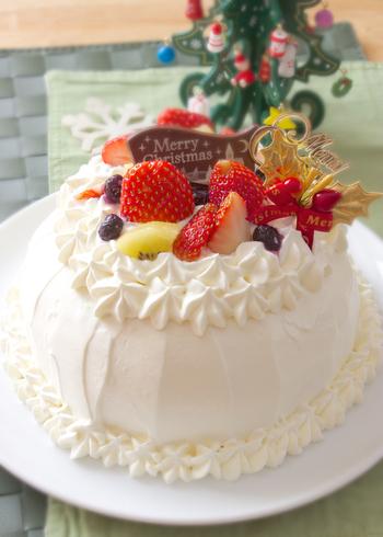 あとはシンプルにしたり、豪華に飾り付けたりと、自由にデコレーションを楽しむだけ!とっても簡単ですよね♪  それでは素敵なドームケーキのレシピの数々をご紹介していきます。