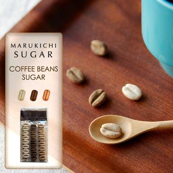 遊び心たっぷりな、コーヒーのカタチをしたお砂糖のセット。さとうきびの原材糖をろ過した「含蜜糖」なので、味わい深いのが魅力です。コーヒーや紅茶に入れるだけでなく、そのまま食べることもできますよ☆