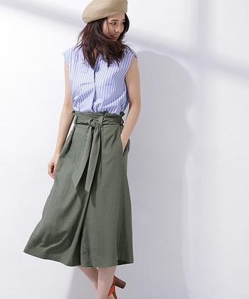 ふわりと広がるラップパンツは、スカート感覚で履けて女の子らしく着られます。カジュアルだけど品のある印象に見せてくれます。