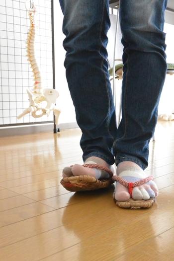 足の指をしっかり使う草履は、健康のために愛用している人も多いんです。 今回は、そんな健康的で履き心地も良い「布ぞうり」について紹介します。