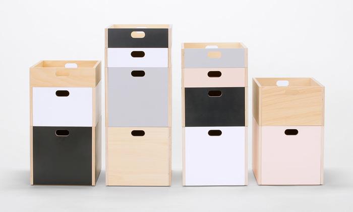 滑らかな木の風合いとやさしい色合いがマッチしたMOHEIMのボックスは、かっちりとはまるように工夫された底板で、スタッキングが安定しています。持ち運びしやすい型なのも使い勝手が良さそうですね。