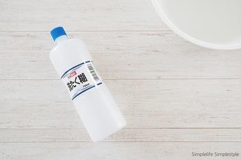 のり剤は洗濯機でも使うことができます。アイロンをかけなくても、自然とパリッとした風合いに仕上がるので、はやりのリネンシャツや形状記憶シャツなどに使うといいですね。
