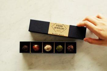 定番商品が1箱に詰められた5個セット。フードジュエリーのブリスボールの魅力を、一度に味わえます。