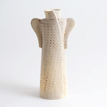 ワードローブシリーズでも特にシックな印象の『コート』。マットな質感で大人らしい花瓶です。
