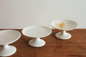 シンプルな陶器のコンポート皿とも好相性!