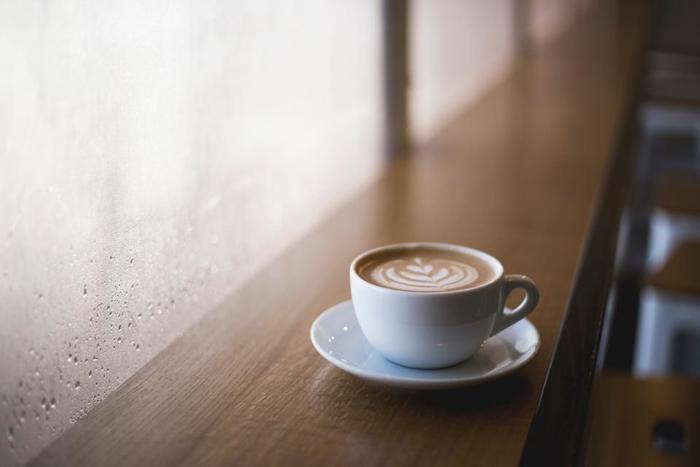 独自の視点で切りとられた写真家の世界が凝縮された写真集は、アートな世界への入り口です。雨の日のようにゆっくり時間があるときに、コーヒー片手に眺めるだけで豊かで贅沢な時間を過ごすことができますよ。
