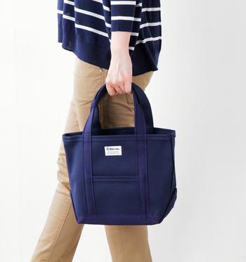 小さいサイズは、ちょっとしたお買い物やお出かけに便利なサイズ感。