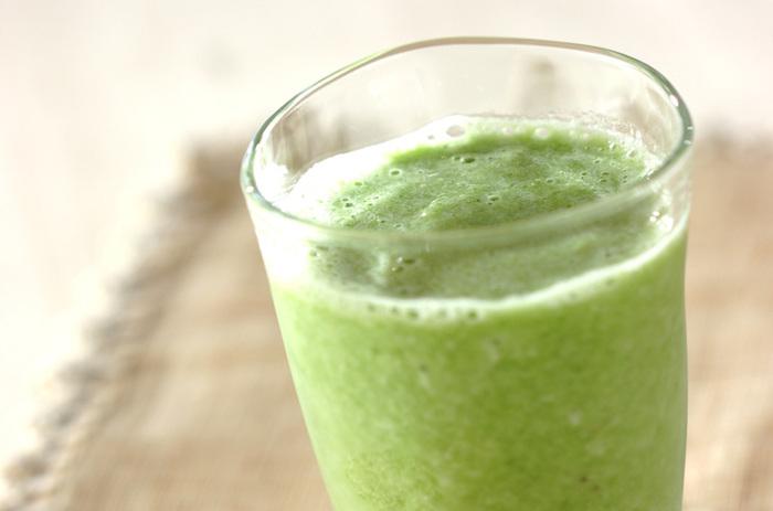 今が旬の夏野菜、ゴーヤも果物の甘みで美味しいスムージーになりますよ。ゴーヤはカットしたら冷凍保存OK!これなら毎日手軽にゴーヤの豊富な栄養を取り入れられそうですね!