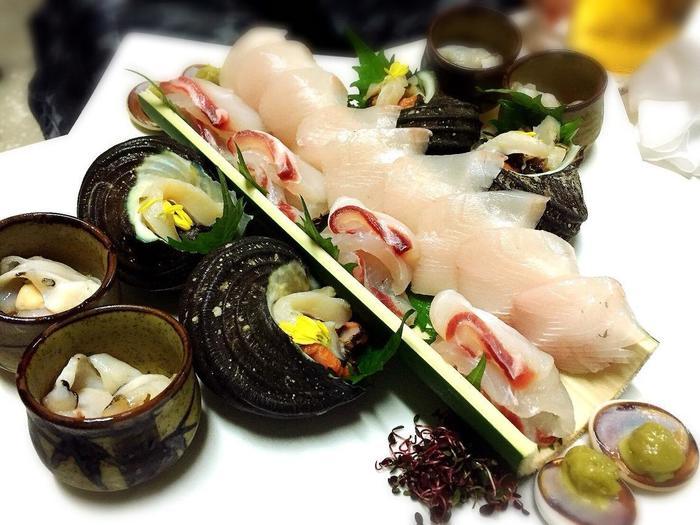 その日に獲れた島の新鮮な魚介を使った和食を味わうことができます。おまかせランチは1000円、1500円の2種類(要予約)。