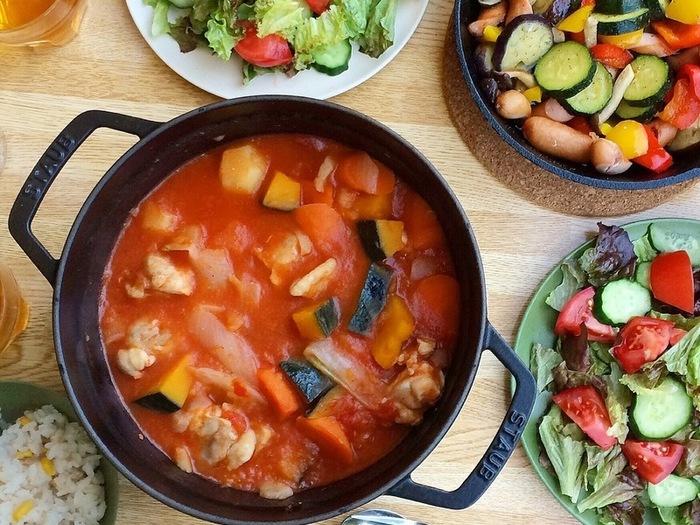 キャンプで意外に食べたくなるのは煮込み料理。温めなおして朝ごはんにもできますね。