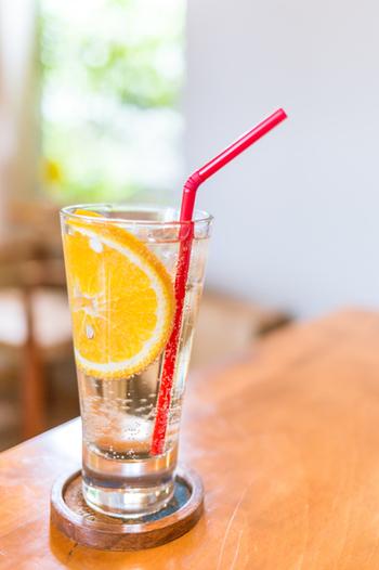 シュワシュワの喉越しを楽しむのはもちろん、炭酸水はいろいろなレシピに応用できます。これなら大きなボトルを買っても、無駄なく使い切れそうですね。この夏は、炭酸水のシュワシュワを最大限に活用してみて下さいね☆