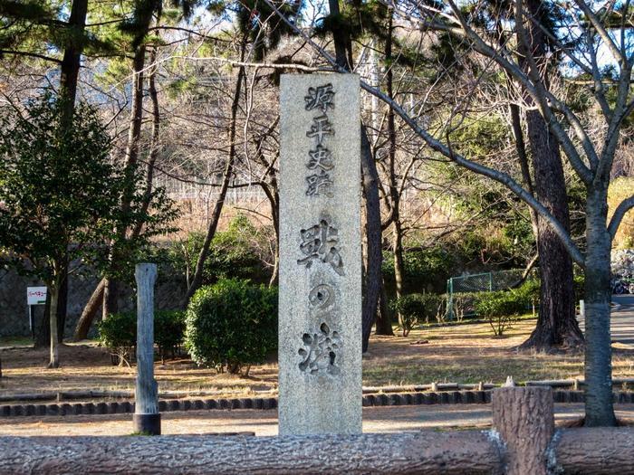 そんな須磨は源平の合戦・一の谷の戦いの戦場となったり、源氏物語で主人公・光源氏が京から退去してきた地であったり、と歴史的・文学的な意味合いを持つ地でもあります。