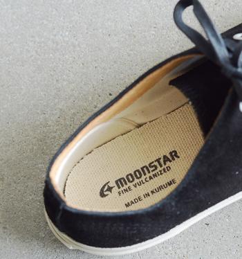 スニーカーの中を覗くと「MADE IN KURUME」の文字が!創業以来、久留米で靴作りを行うMOONSTARの自信と誇りがこのスニーカーに詰まっています。