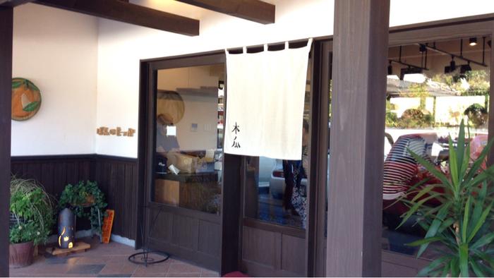 2014年に吉井町にOPENした「ぱんのもっか」は、ハード系から創作系のパンまで約80~100種類ほどのパンが揃っています。白壁通りで知られる吉井町らしく、ぱんのもっかも白壁造り。地元の人から愛されるパン屋さんです。