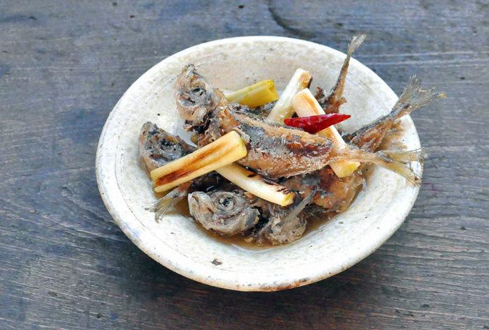 【鰺の南蛮漬け】 南蛮漬けといえば、まずはお魚!鰺や鰯、鯖...庶民的なお魚こそ、上手に活用しましょう。小ぶりなお魚なら、ぜひ丸ごとのおいしさを存分に堪能して。豆鰺の南蛮漬けは骨までぜーんぶ味わうために、低温でじっくり火を通すのがコツ。カリッ、ジュワッ...広がる食感と味覚に夢中になってしまいそうです。