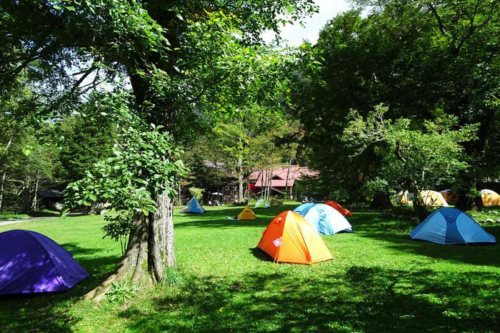 また、徳澤園にはキャンプ場も併設されており、レンタルテントやレンタル毛布、マットなどの貸し出しもあるうえに、徳澤園の食堂で夕食をとることもできるので気軽にキャンプを楽しめます。