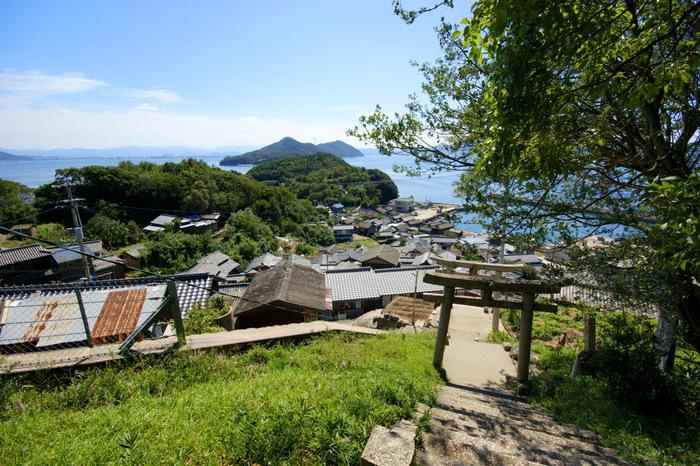 〈瀬戸内のアートな島めぐり旅〉迷路のような集落に突然現れるアートを発見【男木島】