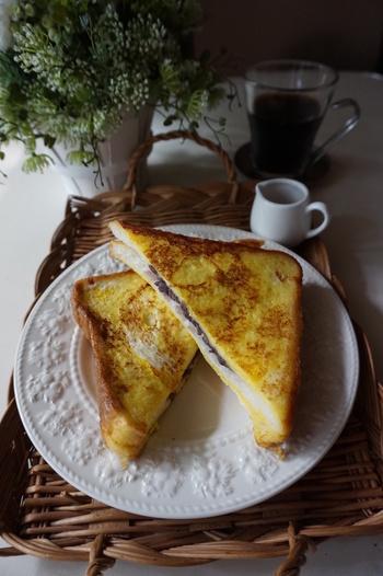 喫茶店メニューとして有名な小倉トーストをさらに進化させたメニュー。卵液にしっかり浸して柔らかで美味しい小倉フレンチトーストの完成です。