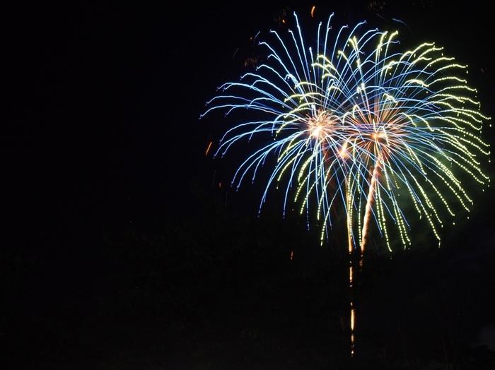 夏、そしてイベントと言えば花火を思い浮かべる方も多いのでは。仙台七夕まつりの前夜に仙台西公園周辺一帯を会場にして花火大会が開催され、約16,000発の花火が仙台の夜空を彩ります。