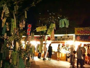 夜のおまつり広場も雰囲気があります。他にもお祭り広場では食堂エリアや、前述した七つ飾りの体験エリアもあり、ここだけでたくさんの思い出を作れそうですね。