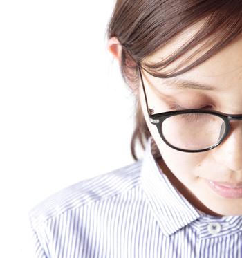 【atelier brugge(アトリエブルージュ) |aranciato別注クリアレンズボストン眼鏡/サングラス】  こちらの眼鏡はUVカット加工が施されているので眼鏡としてはもちろん、サングラスとしても使えます。丸みを帯びたレトロなフォルムは、コーデのワンポイントにしても◎