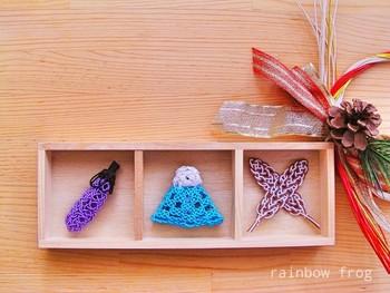 初夢に出てくると縁起が良いとされている富士山・鷹・茄子を水引で作った飾り物。木枠に納めた可愛い飾りは、色んなお祝いアイテムに変えて、季節替わりを楽しみたいですね。