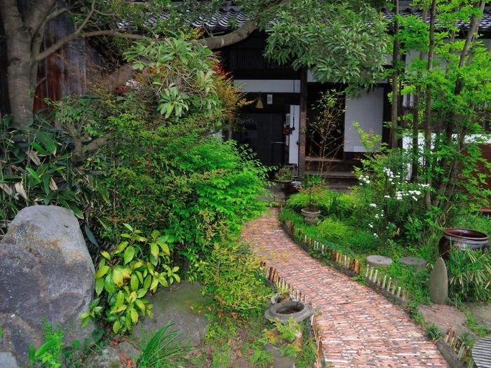 他郷阿部家 築約230年の武家屋敷の阿部家を13年かけて再生し、現在は宿として運営しています。