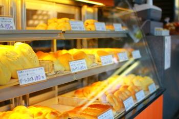 カレーぱんや隠し味に醤油を使ったしょうゆ蒸しパン、季節限定のメニューなどがあります。