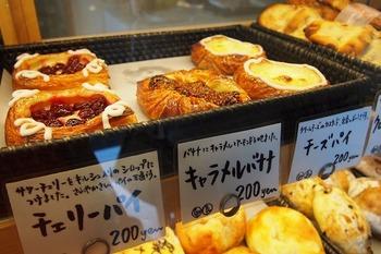 食後にチェリーパイやキャラメルバナナの甘いパイはいかが?