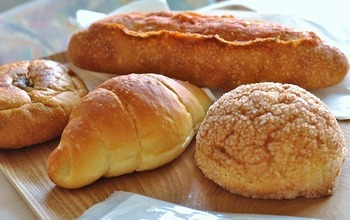 1番人気の「塩バターロール」は、モチッとした生地にバターの風味と塩が絶妙な美味しさ。パンネストを訪れたらぜひ食べてほしいパンです。