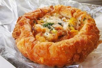 塩バターロールの他にカレーパンや明太フランスも人気ですよ。ぜひお好みのパンを見つけて見てくださいね。