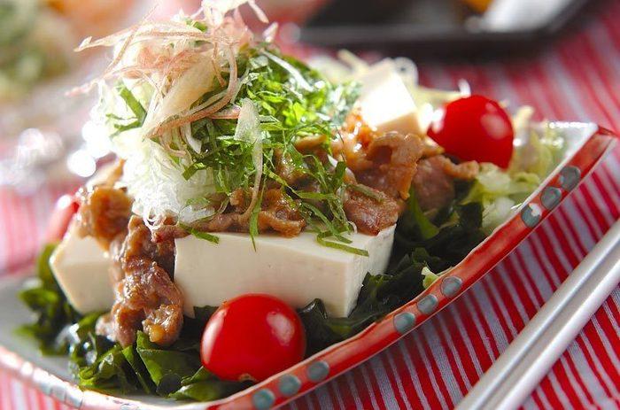 色々な野菜やお肉も入ってボリューム満点な冷奴。ベースになる出汁は麺つゆを使っても良さそう。