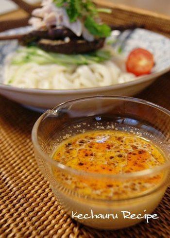 豆乳入りのゴマダレでクリーミーなピリ辛を楽しめそうなタレ。どんな麺類にも合わせやすそう♪夏の焼き野菜をたっぷり乗せて食べたいですね。