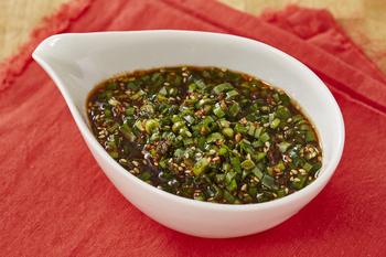 ピリ辛風味とほどよい酸味でどんな麺類にもよく合いそう!お肉のつけダレとしてもおいしいそうですよ。