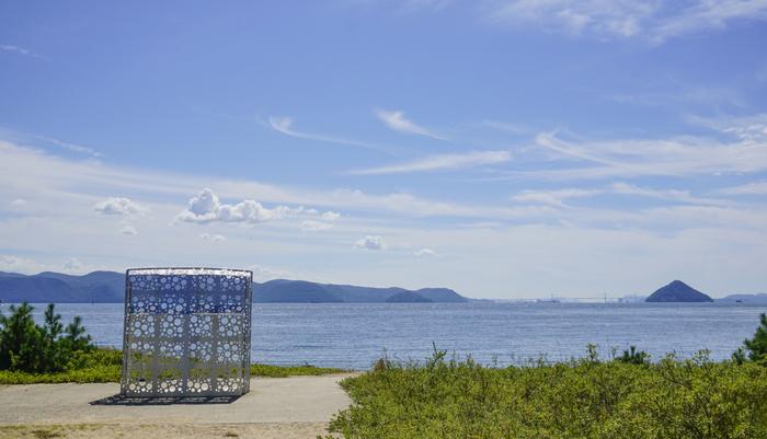 1980年代の後半から、直島では美術館やホテルなどの複合体「直島文化村」としてアート活動が盛んに行われてきました。