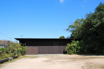家プロジェクトと呼ばれている島の建物を利用したアートもたくさんあるので島の散策も忘れずに。こちらは家プロジェクトの一つである「南寺」。こちらも安藤忠雄氏が設計したそう。
