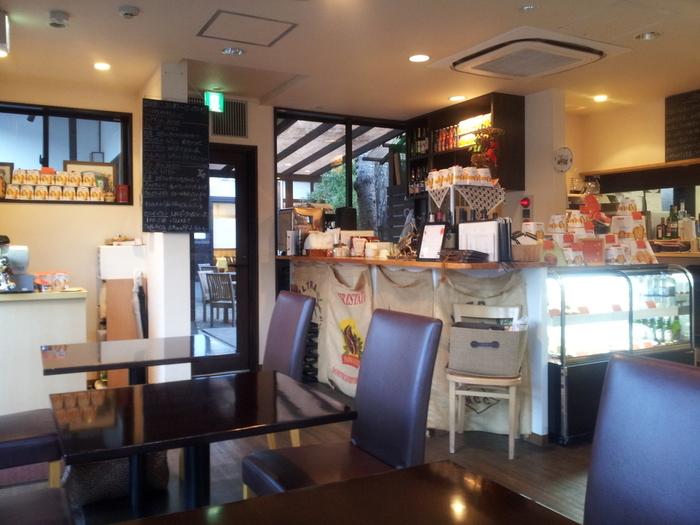 奈良のミシュラン店、Ristorantei-lunga(リストランテ・イ・ルンガ)がプロデュースするカフェは、明るく落ち着いた雰囲気。テラス席もあります。