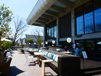 「京都モダンテラス」と店名にあるように、ゆったりと広いテラスが魅力です。季節を愛でながら、のんびり過ごす贅沢な時間を楽しめます。