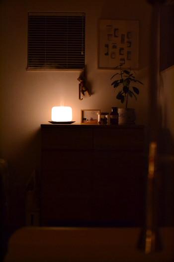 灯りとして使うこともできます。 家に帰ってアロマを炊いて、ほの暗い明かりの中リラックス…。 そんな素敵な時間を過ごすことができますね。