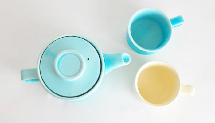 【4th-market(フォースマーケット)】スティルク  爽やかな透明感のある水色が素敵な4th-market(フォースマーケット)のスティルクシリーズ。目にするだけでパッと気持ちを切り替えてくれそうな澄んだ空色は、テーブルを明るく可愛らしく彩ってくれます。