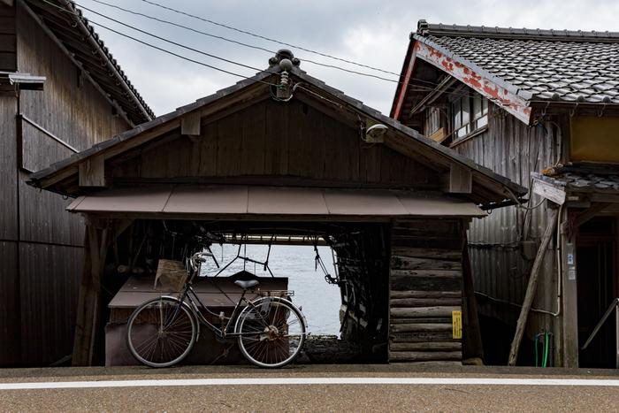 この景色はどこか懐かしく、日本の原風景 を感じさせる美しさが今でも大切に残されていて、伊根町独自の詩情を漂わせています。