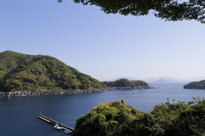 230軒もの舟屋が立ち並ぶその光景も壮観ですが、遠景もとても絵になります。