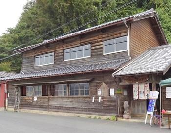 古民家を改装して作られた民俗資料館です。土日はカフェもオープンするらしく、ゆっくりと過ごせそうですね。