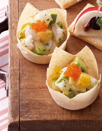 春巻の皮で作った器に盛り付けたサラダは、来客時のおもてなし料理にピッタリ。旬の海鮮で、色んなアレンジが楽しめます。