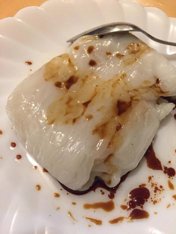 甘タレと具材の取り合わせが絶妙な「猪肉腸粉(豚肉チョウフン)」も名物。広州料理の一つで、米粉で作った皮に具材を入れて蒸す料理です。豚の腸に似てることから腸粉と呼ばれるそう。